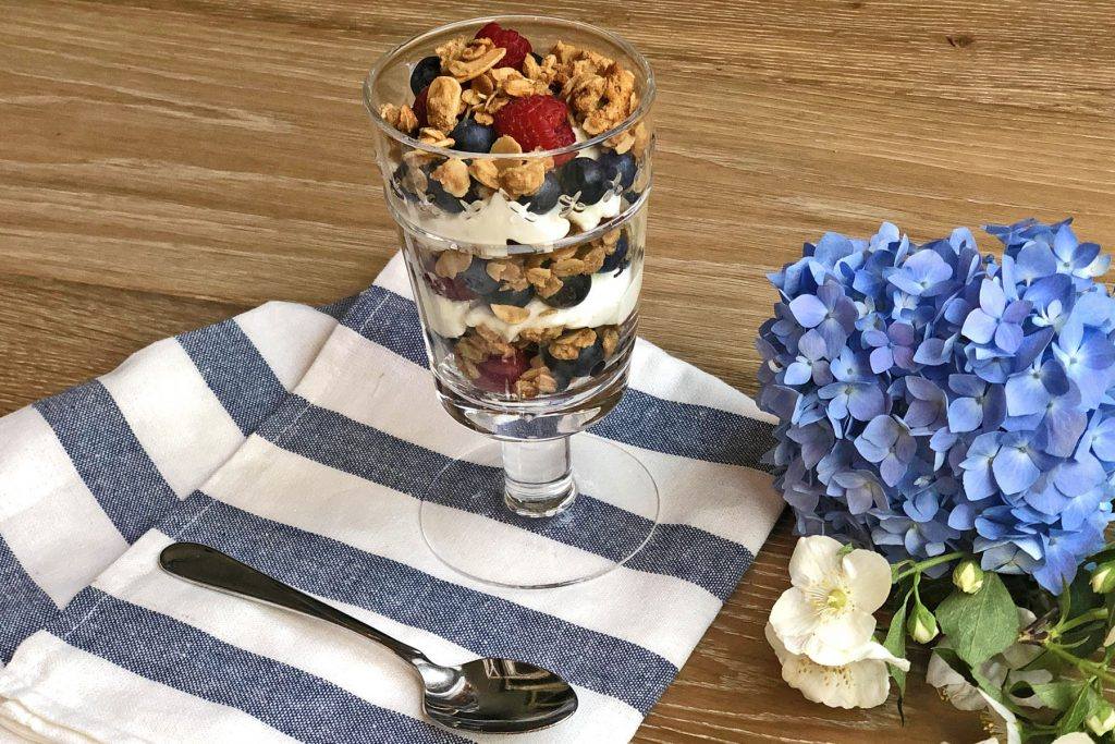 summer berry breakfast parfait